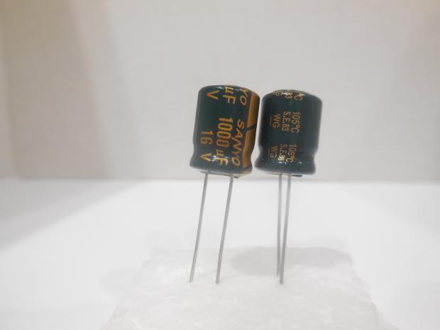 Конденсатор электролитический 1000мкФ x 16В Sanyo