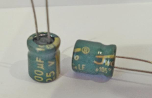 Конденсатор электролитический 100мкФ x 25В JWCON