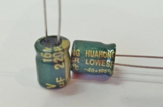 Конденсатор электролитический 220мкФ x 16В Huahong